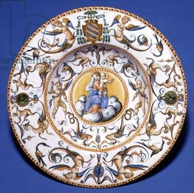 Maiolica dish depicting the Virgin and Child, Urbino, c.1580-1600 (tin glazed earthenware)