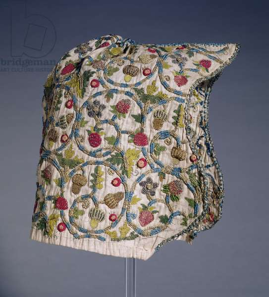 T.6-1946 Woman's coif, English, late 16th century (embroidered linen)