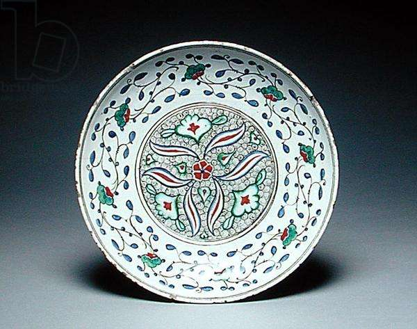 Dish decorated with stylised flowers, Isnik, late 16th century (earthenware)