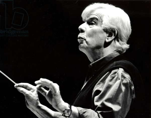 Christoph von Dohnányi conducting with baton