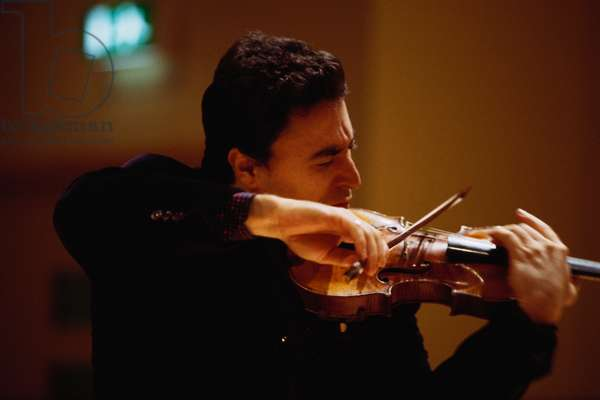 Maxim Vengerov - portrait of the Russian violinist playing the violin during a masterclass at St Pauls' School, London, 28 January 2002