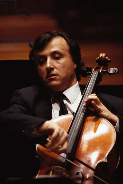 Raphael Wallfisch - portrait of the British cellist performing at the Royal Academy of Music (RAM), 4 November 2000