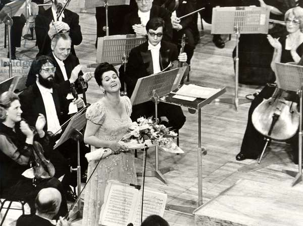 Galina Vishnevskaya accepts applause, Sept 1974, performing with Rostropovich as conductor of  the New Philharmonia in the 'letter song' from 'Eugene Onegin'