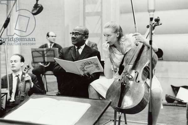 DU PRÉ, Jacqueline - in recording session at Abbey Road Studios, 1965 with Suvi RAJ - GRUBB (Record Producer, EMI)