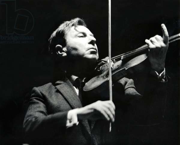 Nathan Milstein rehearsing his violin concert at the London Royal Festival Hall, 1968/69