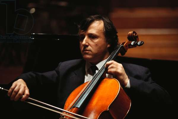 Raphael Wallfisch - portrait of the English cellist performing at the Royal Academy of Music, 4 June 2000