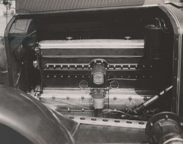 Frontenac 8-cyl engine, with firing order, 1925 (b/w photo)