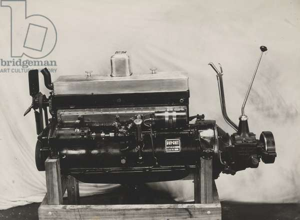 DuPont Model G, 8-cylinder motor Left Side, 1929 (b/w photo)