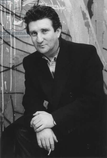 Bruce McLean, London, England, 1989 (b/w photo)