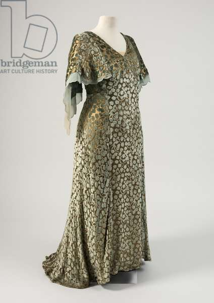 Ivy-leaf design dress worn by Queen Mary to the wedding of Princess Elizabeth and Lieutenant Phillip Mountbatten on 20th November 1947 (gold lame & cut velvet)