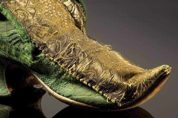 Detail of a shoe, 1720s (silk damask & golden metal thread)