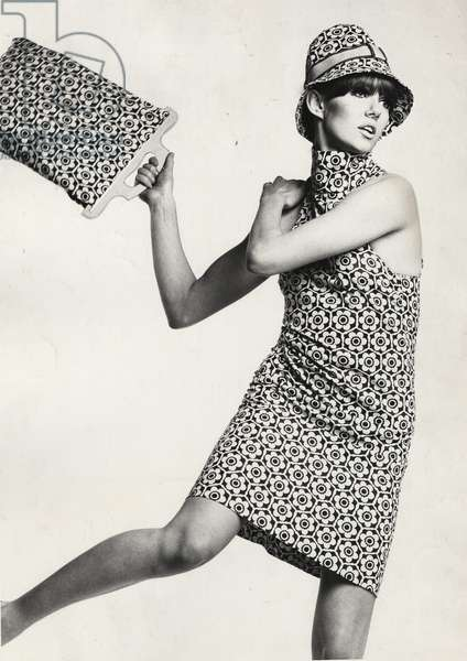 Floral print shift dress and matching tote bag and hat by Biba, 1966 (b/w photo)