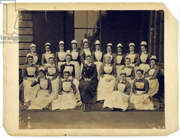 Group portrait of medical staff from St. Thomas's Hospital (b/w photo)