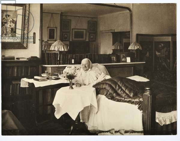 Florence Nightingale in bed, 1906 (b/w photo)