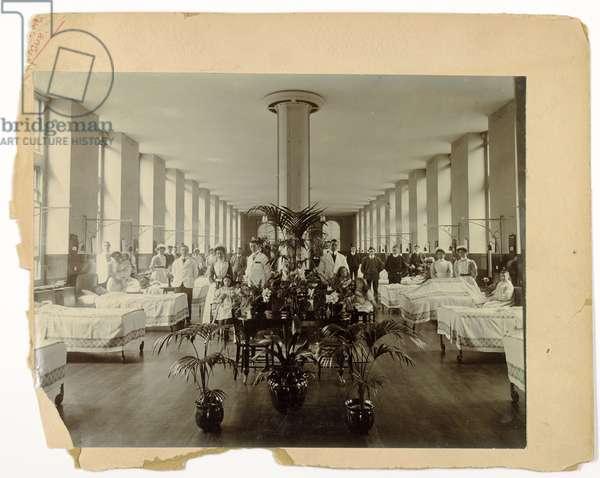A ward at St. Thomas' Hospital, 1908 (b/w photo)