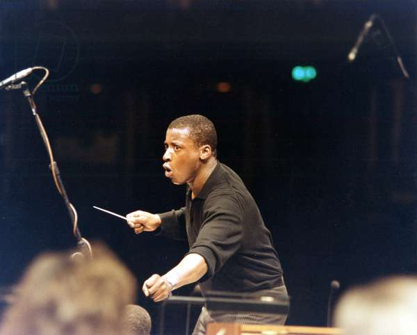 Wayne Marshall conducting with