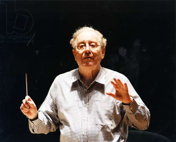 Charles Mackerras conducting with