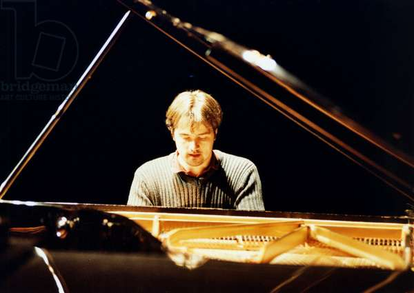 Peter Jablonski playing piano