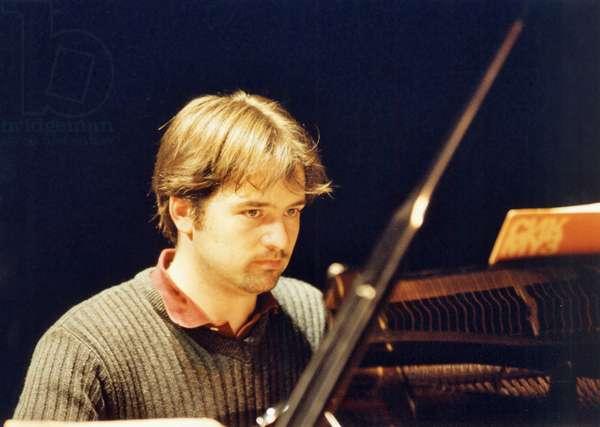 Peter Jablonski playing piano