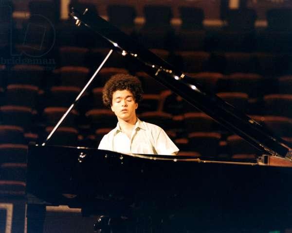 KISSIN Evgeny - playing
