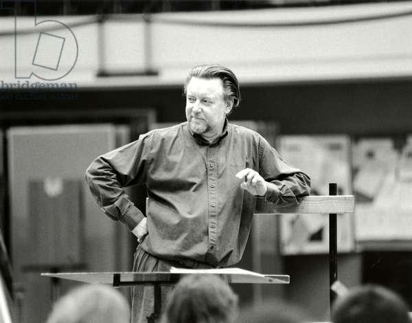 Sir Andrew Davis rehearsing
