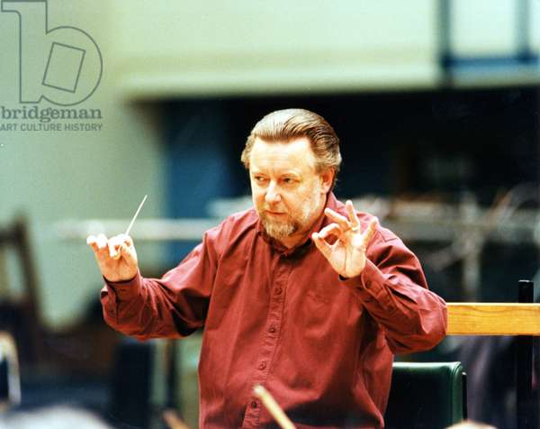 Sir Andrew Davis conducting