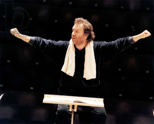 Riccardo Chailly  conducting