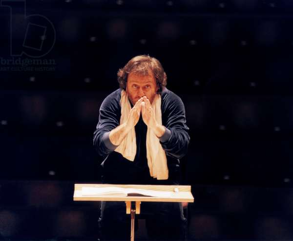 Riccardo Chailly conducting at