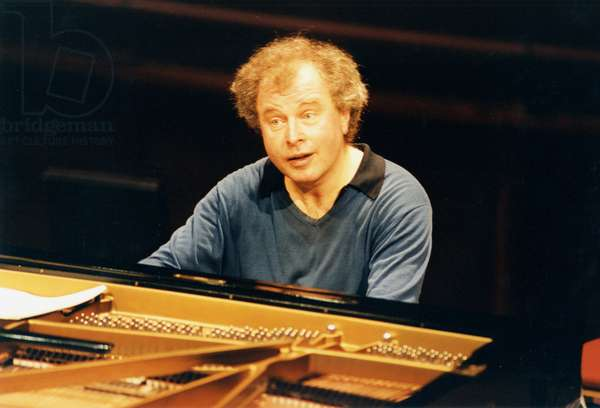 Andras Schiff playing piano