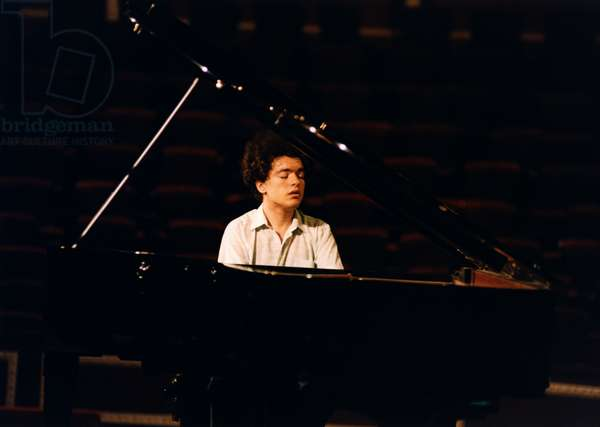 Evgeny Kissin playing piano