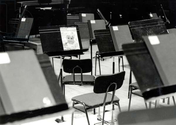 (instruments) MUSIC STANDS on