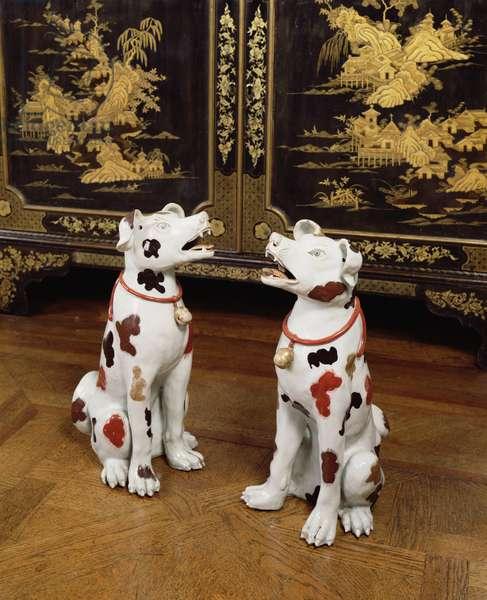 Imari pair of seated hounds (hard-paste porcelain)