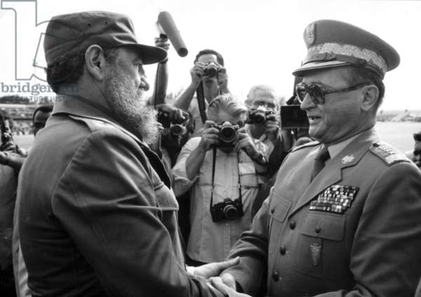 1985. Visit to Cuba. Wojciech Witold Jaruzelski born 6 July 1923. Poland's last dictator and commander of the communist Polish People's Army (LWP). Jaruzelski was Prime Minister from 1981 to 1985 and President from 1985 to 1990. Jaruzelski gave up power after the Polish Round Table Agreement in 1989 paved the way to democratic elections in Poland.