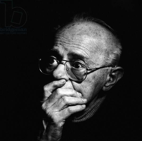 March 2001. Stanislaw Lem, writer, philosopher, science fiction author, in his home in Cracow.