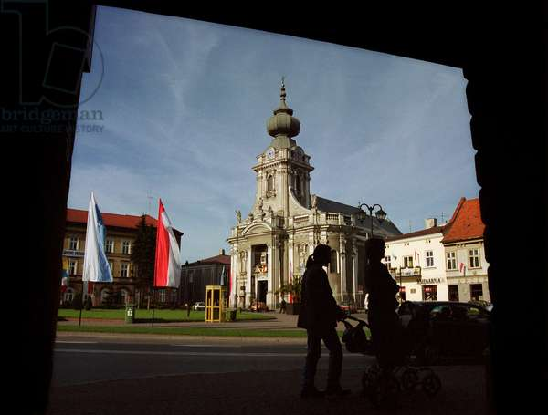 Wadowice, town in Souther Poland, 50km from Cracow, the birthplace of pope John Paul II. Virgin Mary's Offertory minor basilica at the market square. at right: faimly house of the pope Lesser Poland Province, 2003
