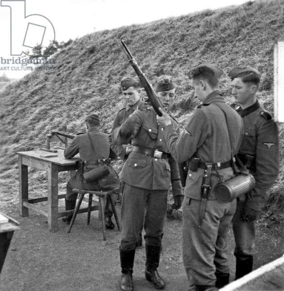 World War II. German soldiers - target practice.