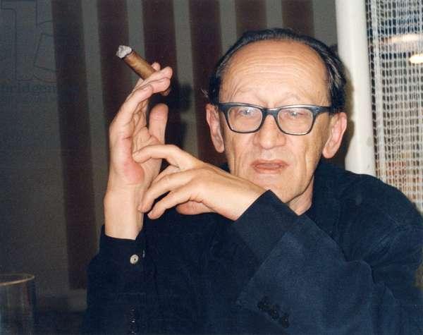 Heiner Müller (Muller) smoking