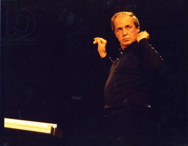 Pierre Boulez conducting rehearsal
