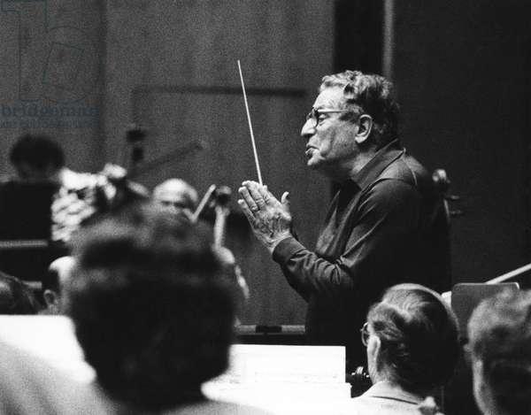 Kurt Sanderling conducting the