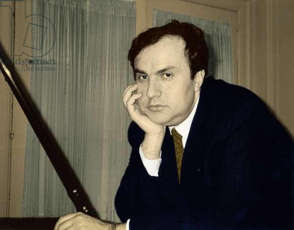 Yefim Bronfman leaning on
