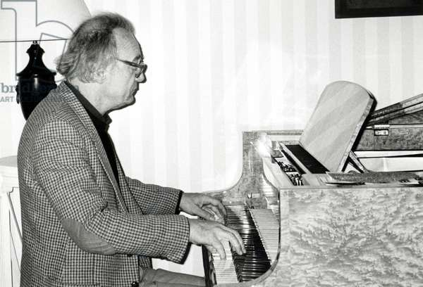 Alfred Brendel playing the