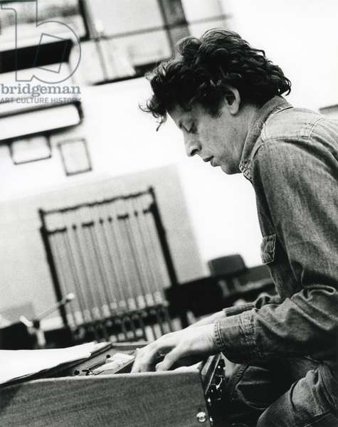Philip Glass playing electric