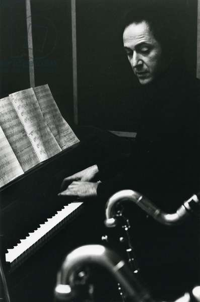 Steve Reich playing piano