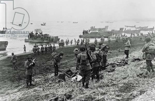 Landing boats pouring soldiers and their equipment onto the beach at Massacre Bay, Attu Island, Alaska, USA, 11th May 1943 (b/w photo)