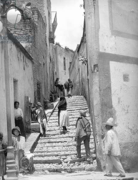 Lane in Tehuantepec, Mexico, 1929 (b/w photo)