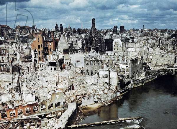 The bombed-out city of Nuremberg, Germany, June 1945 (photo)