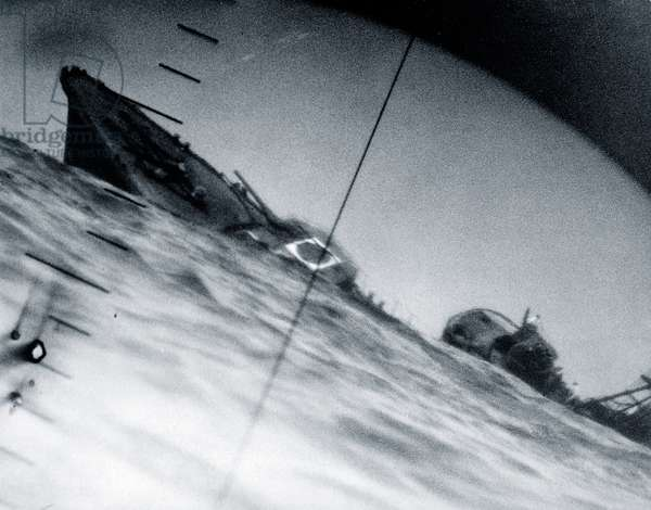 The torpedoed destroyer Yamakaze of the Imperial Japanese Navy, photographed through periscope of the submarine U.S.S. Nautilus (SS-168), Pacific, 60 nautical miles southeast of Yokosuka, 25th June 1942 (b/w photo)