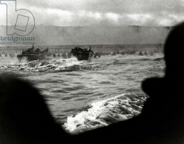 Zero Hour on Easy Red, Vierville-sur-Mer (Omaha Beach), Normandy, France, 6th June 1944 (b/w photo)