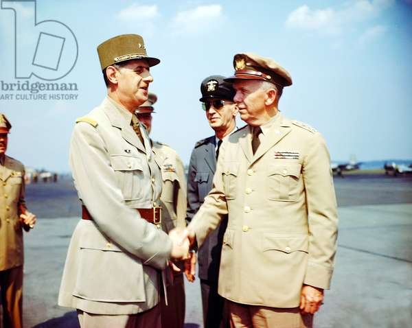 General de Gaulle, Prime Minister of the French Provisional Government, meets General George C. Marshall, United States Army Chief of Staff, France, 1945 (photo)