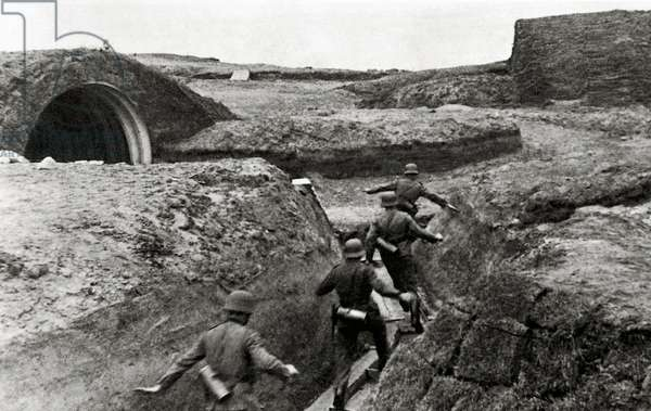 German troops running towards their bunker, Normandy, France, June 1944 (b/w photo)